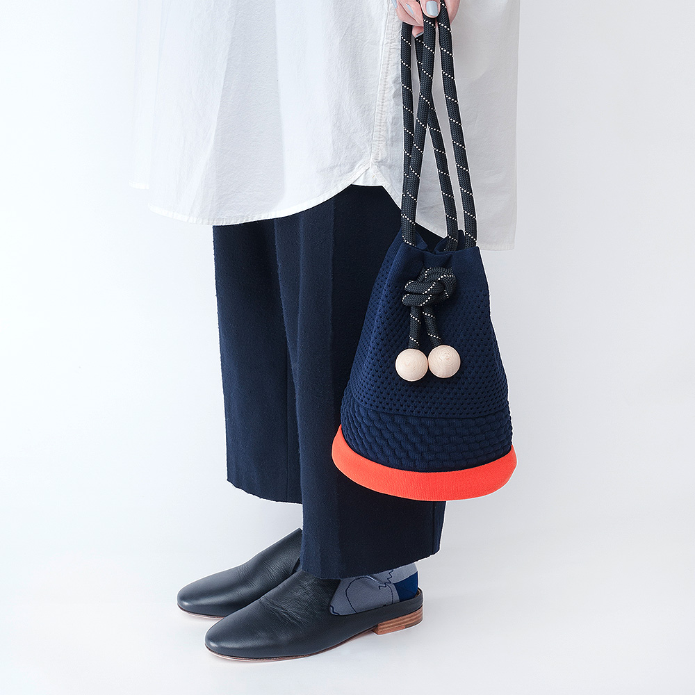 TCT028 Rubber eyelet bag : navyTRICOTE