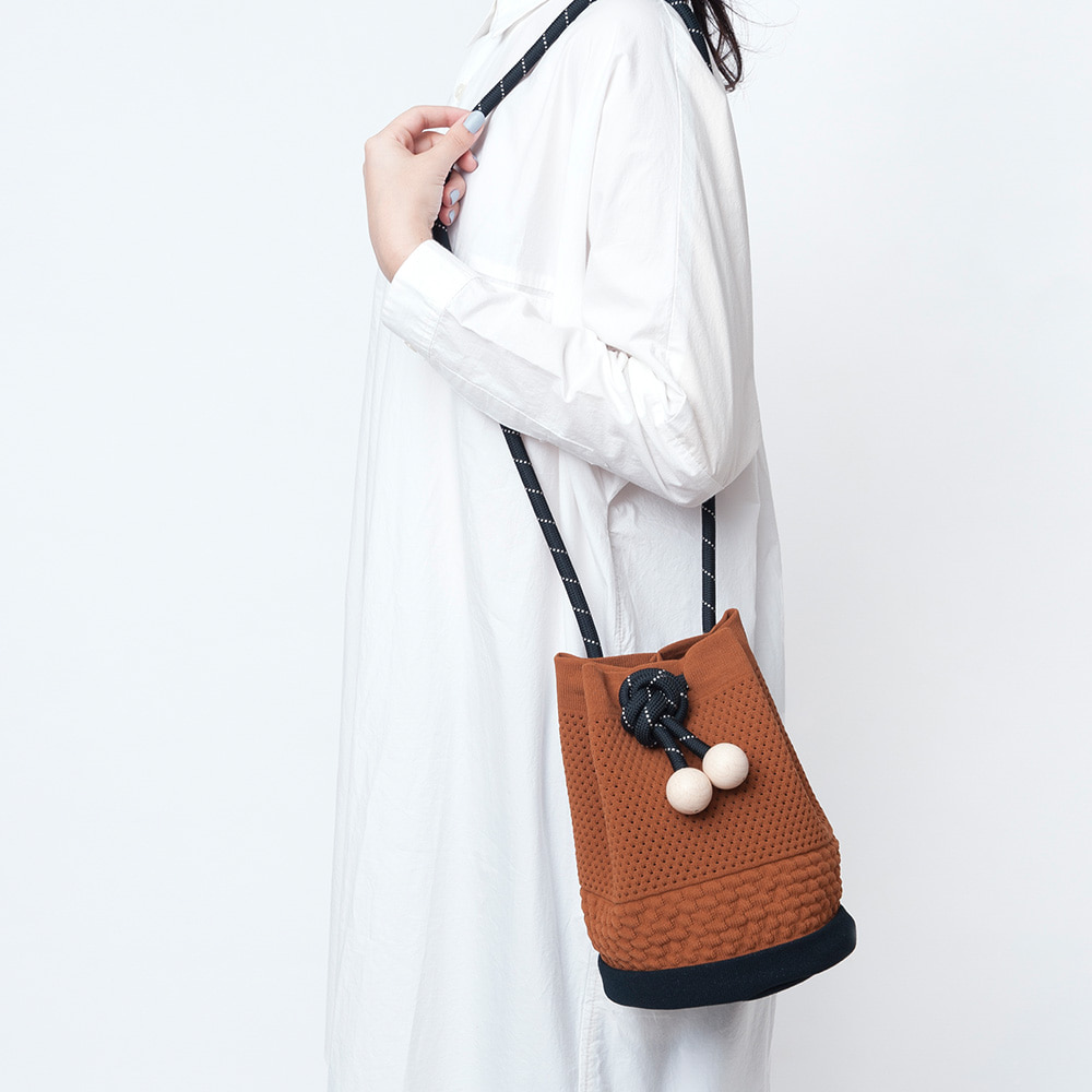 TCT029 Rubber eyelet bag : brownTRICOTE