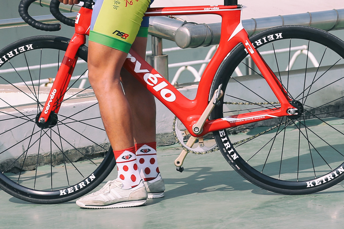 2016 Pedaler Crew Socks: K.O.M.  산악왕 / king of mountain socks